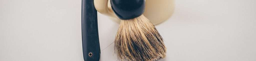 Drying a shaving brush