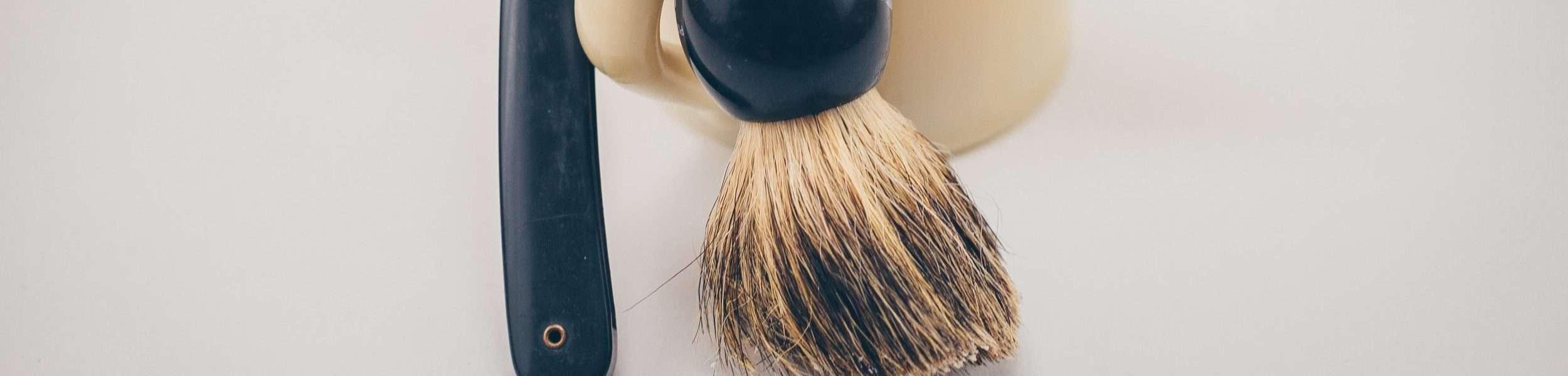 Drying a shaving brush